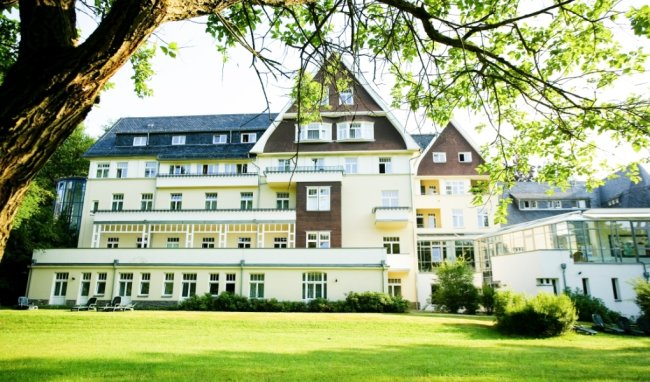 Die Deutsche Klinik für Integrative Medizin und Naturheilverfahren (Dekimed) in Bad Elster hat sich mit ihrem Ansatz deutschlandweit einen guten Ruf erworben.