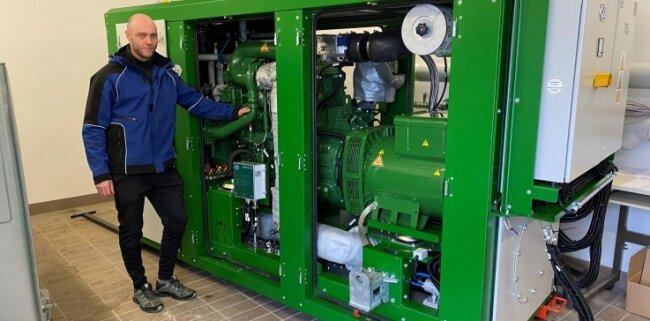"""Das Blockheizkraftwerk muss nun angeschlossen werden. """"Das dauert etwa vier Wochen"""", so Hendrik Matthes, Vize-Leiter der Kläranlage."""