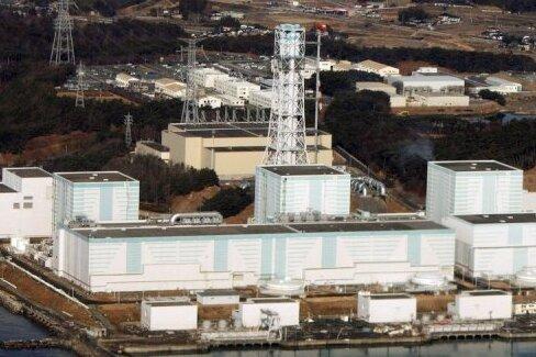 Die Erdbeben- und Tsunamikatastrophe in Japan hat auch schwere Auswirkungen auf die ohnehin geschwächte Wirtschaft des Landes. Auch der durch das Beben ausgelöste Atomunfall und die Abschaltung von zahlreichen Atomkraftwerken schadet der japanischen Wirtschaft.