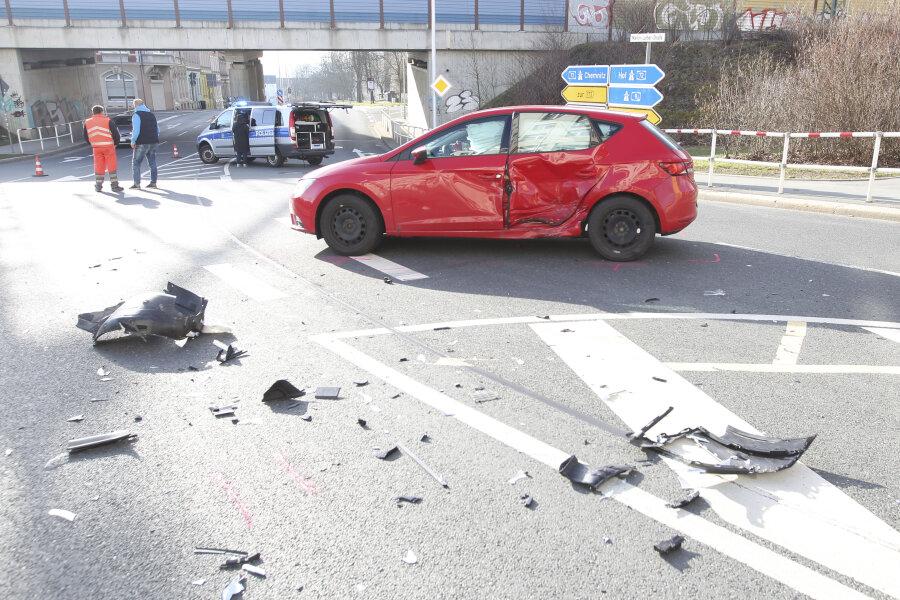 Erneut schwerer Unfall an Plauener Kreuzung