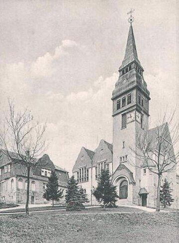 """<p class=""""artikelinhalt"""">Die Lutherkirche auf einer historische Postkarte. </p>"""