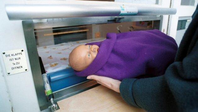 Eine Babyklappe wie auf diesem Bild soll am Helios-Vogtlandklinikum installiert werden.