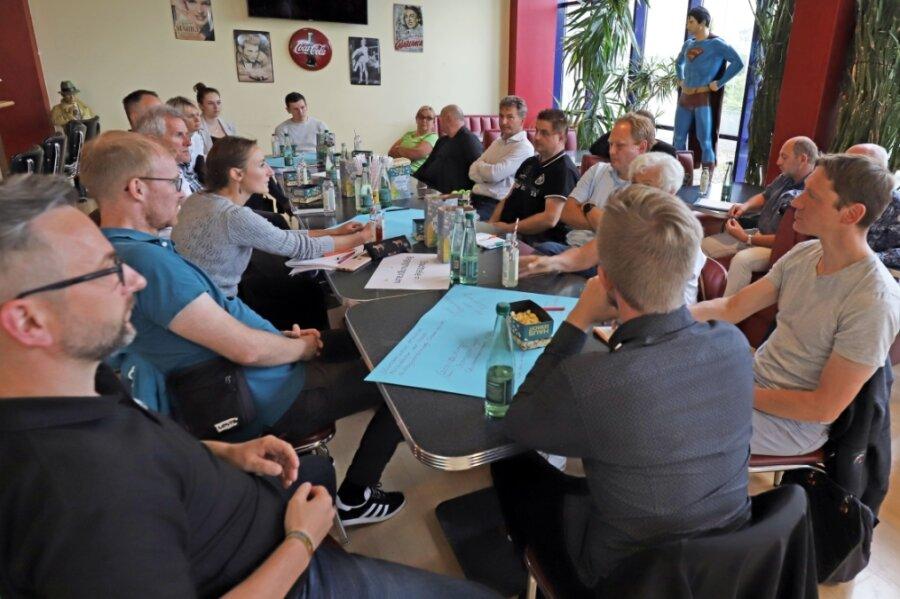 Dritter Bürgerdialog im Freiberger Kinopolis: An den Tischen wurde engagiert, aber sachorientiert diskutiert.