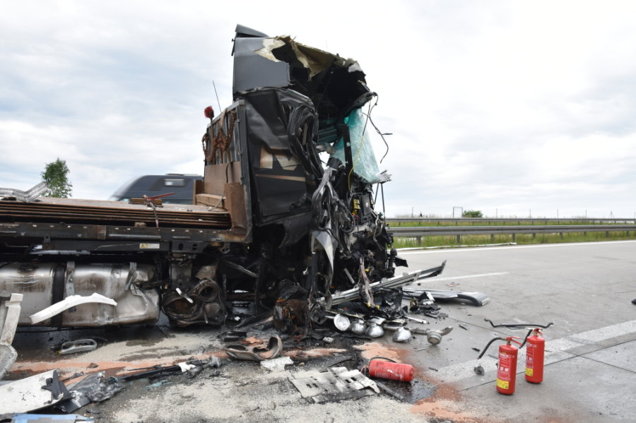 Unfall mit drei Lkw sorgt für Vollsperrung der A72 bei Zwickau