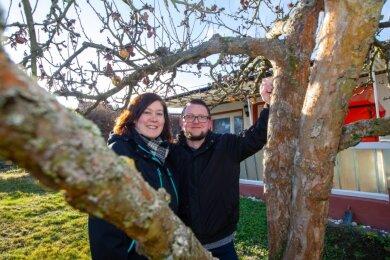 Glückliche neue Schrebergärtner in der Kleingartensparte Plauen Süd-Ost: Seit Juli 2020 haben Madlyn und André Bodenschatz ihre Parzelle. Der Regionalverband verzeichnet ordentlich Zulauf.