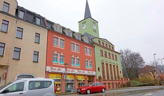 Das Rathaus der Stadt Wilkau-Haßlau soll um die beiden Etagen über dem Ladengeschäft erweitert werden. Beide Gebäude wurden 1928 eingeweiht.