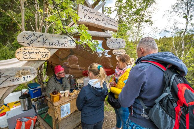 Zahlreiche Besucher fanden sich bereits am ersten Tag beim Kulti-Imbiss ein.