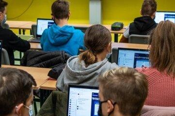 Neue Normalität: Caroline Arndt unterrichtet ihre Schüler von Zuhause aus.