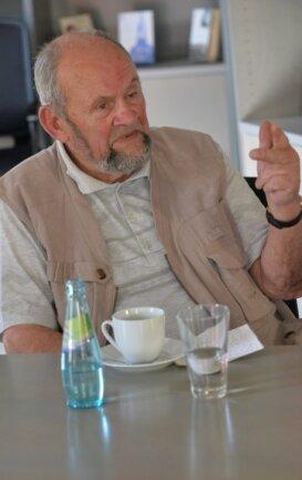Peter Weinhold kritisiert die Montagsspaziergänge.