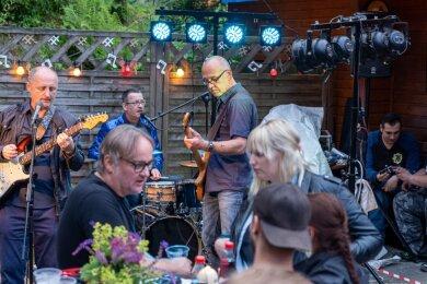 Während die Musiker der plauener Band Every Monday für Unterhaltung sorgten,fanden die Musiker in Falkenstein schnell ins Gespräch.