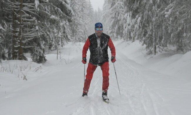 Der Eibenstocker Bernd Uhlig (63) ist regelmäßig auf der Kammloipe in Carlsfeld unterwegs.