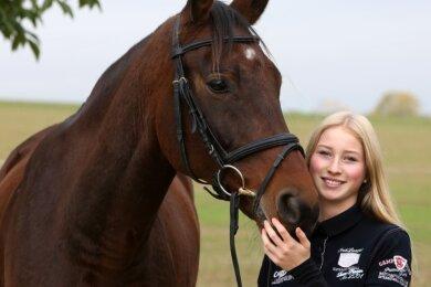 Johanna Glotz und Wallach Contaeus waren bei der Sachsenmeisterschaft der Reiter im Vierkampf ein erfolgreiches Duo. In der Disziplin Dressur belegten sie Platz 1, im Springreiten Rang 2.