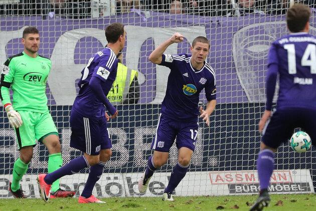 Tor für Osnabrück: Adam Susac erzielt per Kopf das 3:0 und jubelt.