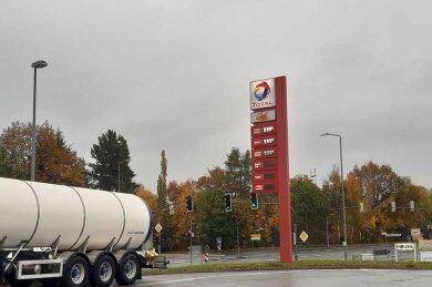 An der Total-Tankstelle an der Friedrich-Eckardt-Straße waren Zapfsäulen ausgefallen, zudem spielte die Preisanzeige zwischenzeitlich verrückt.