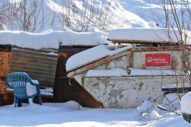 Der Schnee verdeckt im Moment das Gröbste: Der riesige Müllberg an der Nutzung wartet immer noch darauf, beseitigt zu werden.