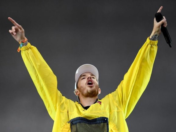 Der Rapper Casper beim Musikfestival Lollapalooza auf der Bühne.