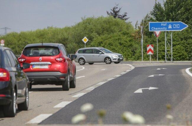 Die A-72-Anschlussstelle Röhrsdorf: In dieser Szene läuft der Verkehr problemlos. Doch immer wieder kommt es zu Unfällen, weil Linksabbieger wie der Fahrer des silbernen Autos den Gegenverkehr nicht beachten.