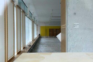 Der Zeitschriftenlesesaal der WHZ-Hochschulbibliothek wurde nach dem Wasserschaden ausgeräumt und ist noch immer leer.