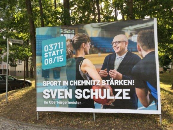 Auf diesem Wahlplakat äußert Sven Schulze ein Versprechen - bereits als Oberbürgermeister, zu dem er gewählt werden will.
