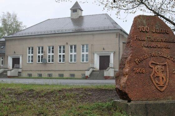 Die alte Sporthalle wurde 1928 eingeweiht und ist zu klein für alle Schulklassen. Am Dienstag tagte der Stadtrat in der alten Halle.