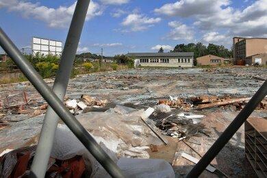 Die Lengenfelder Recycling und Abriss GmbH beseitigt die Gewächshäuser und Gebäude der Zimo in Mosel, die im Frühjahr 2019 in Insolvenz gegangen war. Eine Hamburger Firma will hier ein Solarfeld bauen.
