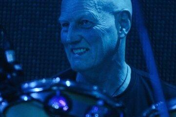 Schlagzeuger Chris Slade bringt nicht nur AC/DC-Hits mit.