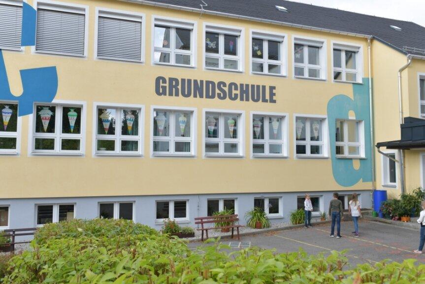 Die Grundschule in Mittelsaida, hier ein Sommerbild, wird demnächst mit Wlan ausgestattet.