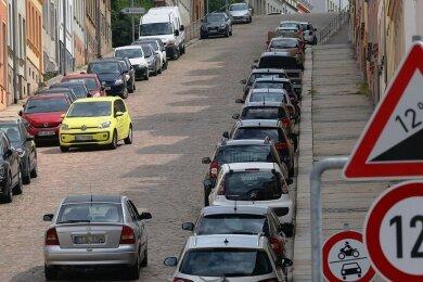 Blick zur Steilen Wand von Meerane: Die Tonnagebegrenzung soll von 12 auf 3,5 Tonnen reduziert werden. Nach einer Entscheidung des Stadtrates wird die Teileinbeziehung vorbereitet.