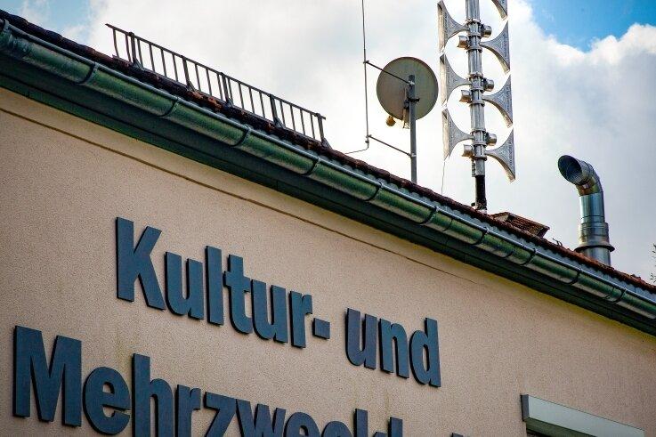 Auf der Kultur- und Mehrzweckhalle in Frankenstein ist bereits eine moderne Sirene installiert, die weiter reicht als ihre Vorgänger. Orte zwischen Freiberg und Chemnitz wünschen sich ähnliche Anlagen.