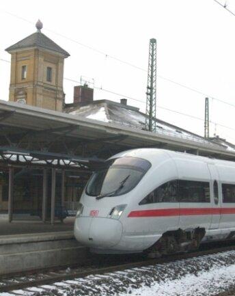 Ein Diesel-ICE 2003 im Vogtland: Lang ist's her. Die Neigetechnik war ungeeignet, die Bahn stellte dasAngebot ein.