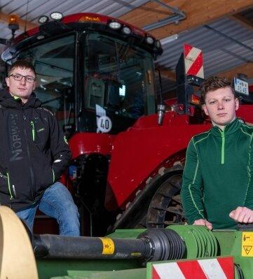 Willi Majer (l.) und Benny Wendt werden in Rochlitz zu Landwirten ausgebildet. Die Verlegung der Ausbildung nach Freiberg sehen sie kritisch.
