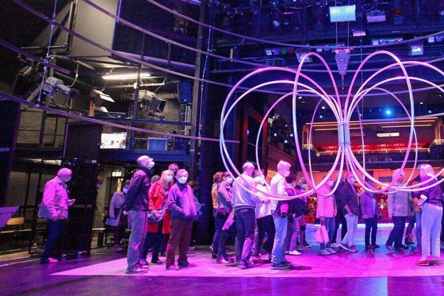 In der Kulisse der jüngsten Ballettinszenierung erhielten die Besucher zur Museumsnacht neue Einblicke in den Theateralltag.