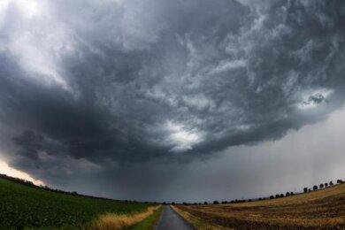 Der Deutsche Wetterdienst (DWD) hat eine amtliche Unwetterwarnung für das Vogtland und den Erzgebirgskreis herausgegeben.