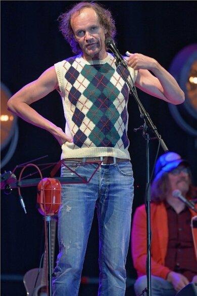 """Der Dresdner Comedian und Musiker Olaf Schubert hat am Donnerstagabend einen Abstecher zu """"Rock am Otto"""" nach Freiberg gemacht."""