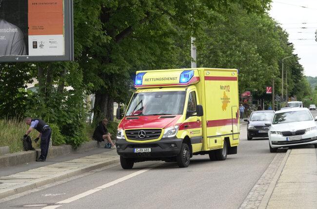 Bei einer Auseinandersetzung an der Straße der Nationen ist am Montagabend ein 33-Jähriger schwer verletzt worden.