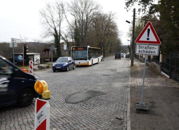 Die Schwanefelder Straße in Meerane ist derzeit zum Testen der Stoßdämpfer bestens geeignet.