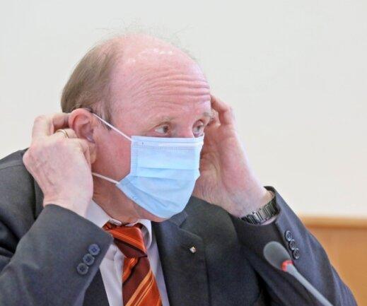 """Landrat Christoph Scheurer (hier bei einer Pressekonferenz im März) will allen Bewohnern des Landkreises eine Impfung ermöglichen. """"Jeder Geimpfte trägt zur Entspannung der Situation bei"""", sagt er."""