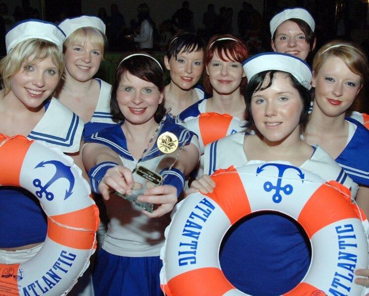 Beim 2. Rochlitzer Funkencup tanzten sich die Mädels der Showtanzgruppe des Peniger Karnevalvereins mit ihren feschen Matrosenkostümen auf den ersten Platz.