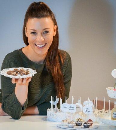 Janette Graf hat in der vergangenen Woche fast 900 Pralinen mit Eierlikör gefüllt.