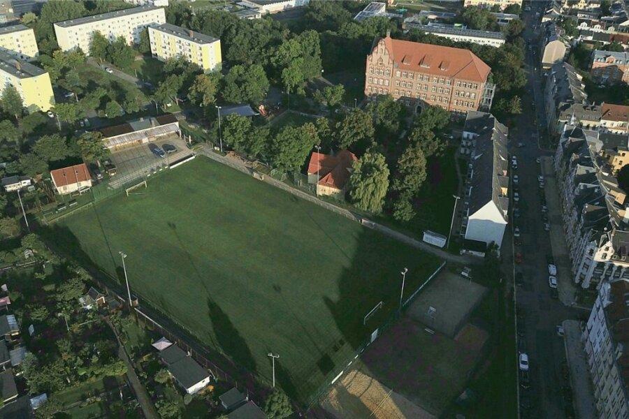 Rund sieben Millionen Euro sollen in einen neuen Sport- und Bildungscampus für die Ostvorstadt fließen. Im Zentrum: die Kemmlerschule, die unter anderem eine neue Turnhalle erhält, und der Wacker-Sportplatz.