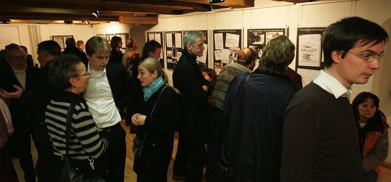 """<p class=""""artikelinhalt"""">Mit unerwartet großer Resonanz ist am Freitagabend im Plauener Malzhaus die Doppel-Ausstellung """"Der lange Arm der Stasi"""" eröffnet worden. Unter anderem geht es um die Geschichte des Malzhaus-Clubs. </p>"""
