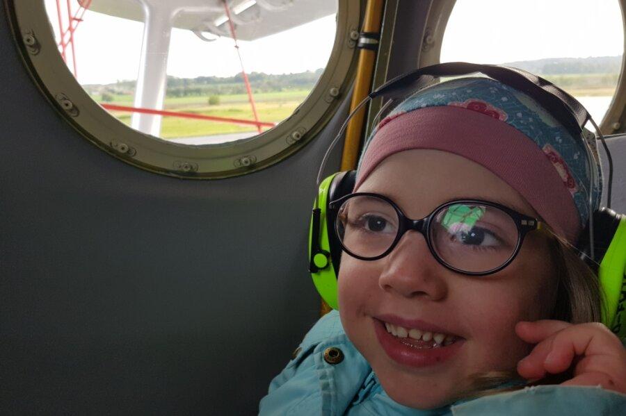 Für Alena Riedel ist mit dem vom Verein Lukas Stern organisierten Rundflug ein Herzenswunsch in Erfüllung gegangen.