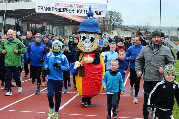 Hunderte Läufer starten sportlich ins neue Jahr