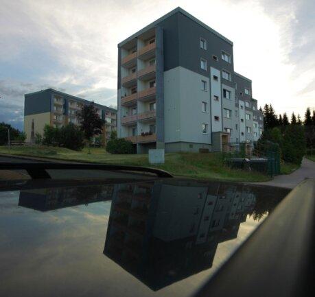 """Die Wohnsiedlung """"Am Pulverturm"""" in Johanngeorgenstadt. Wie die künftige Stadt heißen wird, zu der sie dann gehört, ist noch offen. Vollzogen werden soll die Kommunal-Ehe zum 1. Januar 2012."""