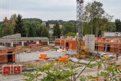 Nach dem Feuerwehrdepot, dessen Bau im Frühjahr begonnen hat, soll mit der neuen Turnhalle für Geyer im nächsten Jahr ein weiteres Großprojekt folgen.