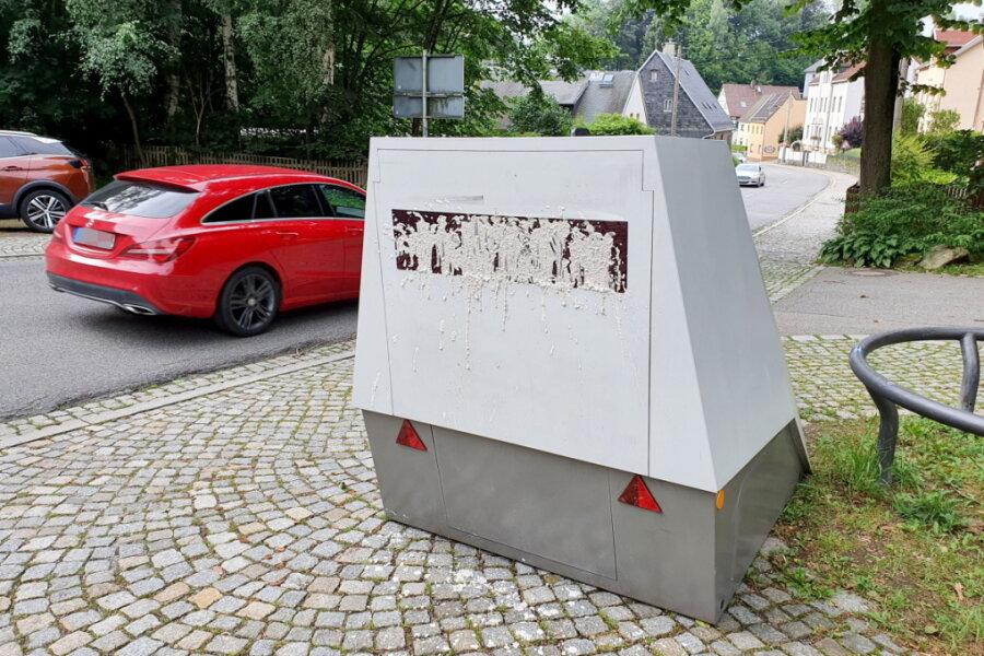 Farbattacke in Chemnitz: Unbekannte beschmieren Superblitzer
