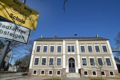 In der Grundschule Mühlau fehlt bisher Platz, um alle zur Einschulung angemeldeten Kinder auch aufnehmen zu können. Deshalb soll ein weiteres Klassenzimmer geschaffen werden.
