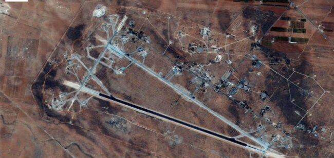 Das Flugfeld Al-Shairat in Syrien auf einem Satellitenfoto. Dieser Anlage galt der US-Angriff in der Nacht zu Freitag.