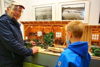 Alios Aigestuhler aus der Nähe von Salzburg hatte im Werdauer Museum ein komplettes Sägewerk aufgebaut.