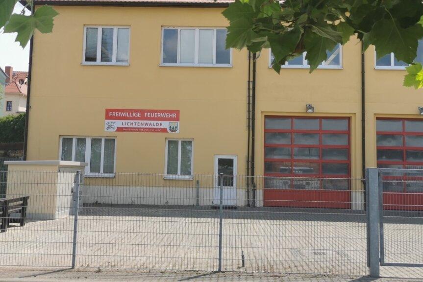 Die Lichtenwalder Feuerwehrleute müssen ausziehen. Denn der Vermieter, der Sächsische Landeskontrollverband, braucht den Platz.